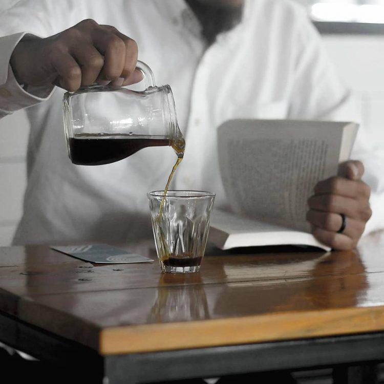 Mengonsumsi kafein yang tepat di Adapada Kedai