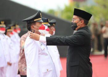 Walikota Makassar melantik 15 Camat baru di Anjungan Pantai Losari, Jumat (27/08/2021). Sumber: IG Danny Pomanto